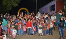 Regidor Efraín Chagala regala sonrisas a niños Sanandrescanos