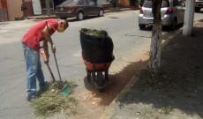 Personal de limpia pública y Protección del Medio Ambiente realizaron limpieza en banquetas de la ciudad