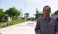 Mejoramos la vida de los habitantes de Arroyo Limón, con un camino pavimentado y más amplio: Tavo Pérez